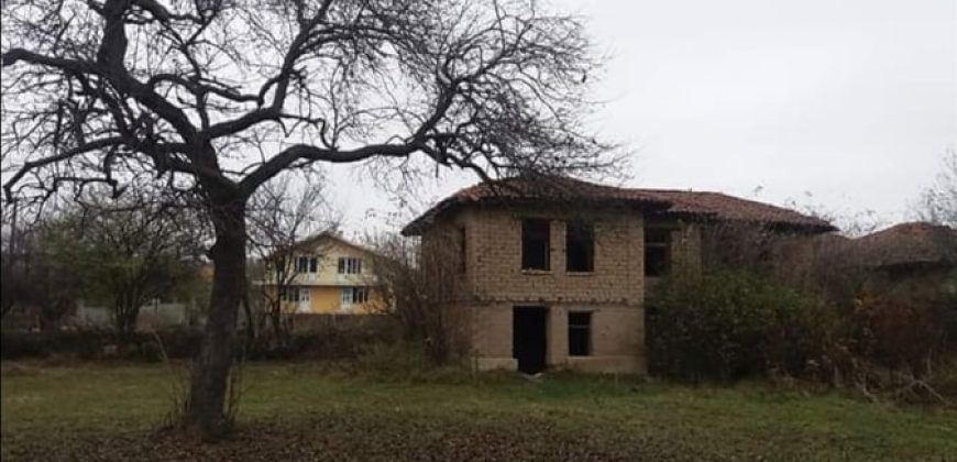 Къща + 1500 кв.м. двор в Горно Черковище