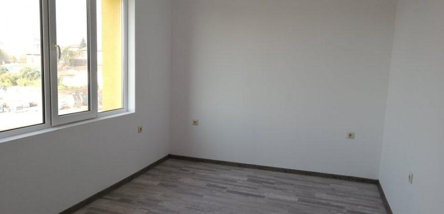 Тристаен апартамент 130 кв. м. Масивно Строителство