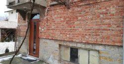 Етаж от къща с двор
